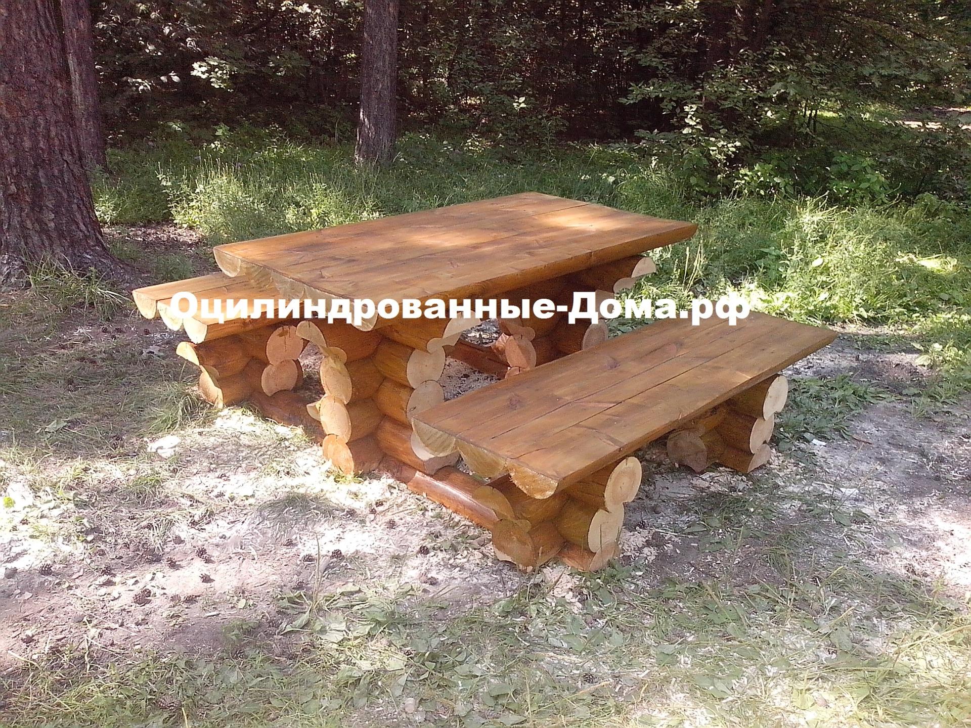 Стол со скамейкой из бревна
