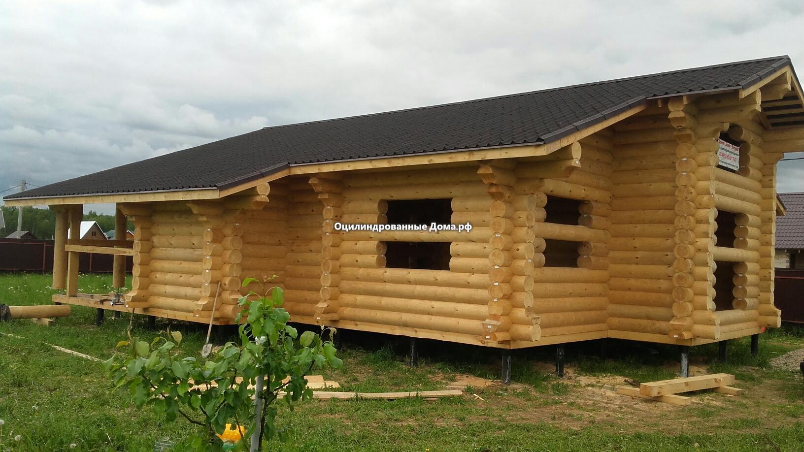 Дом одноэтажный в стиле шале из оцилиндровки